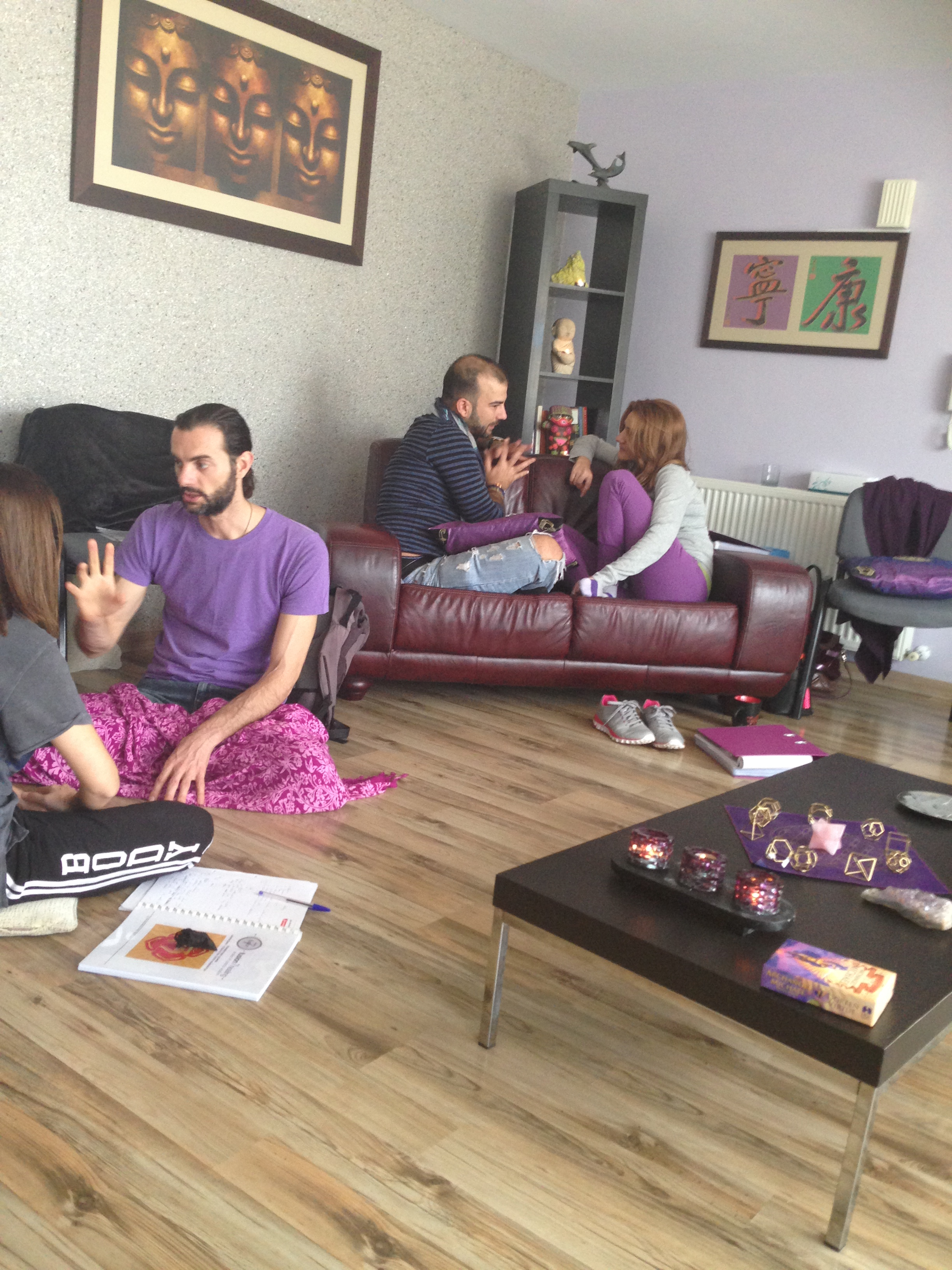 Courses-group-meditating-2